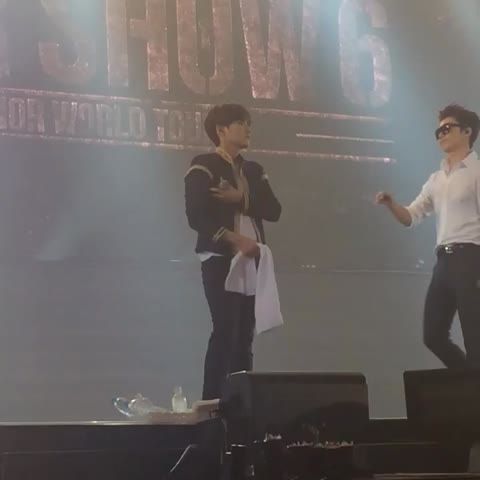Vine by flora.x 수박 혜 - thanks for pulling ryeowook away ㅋㅋㅋ otherwise we r all in danger cus he kept throwing things dw!