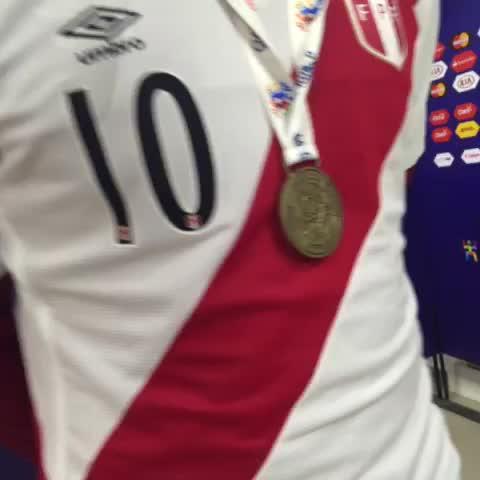 Vine by Carlos Salinas - La medalla de bronce q luce #Farfan