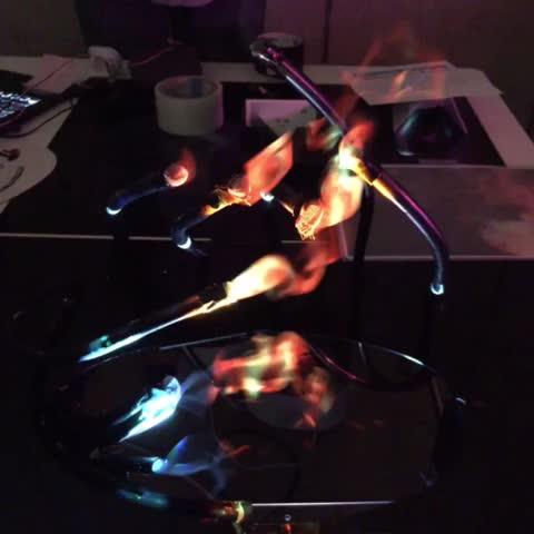 Vine by こりん - ミストに下から炎の映像をプロジェクション