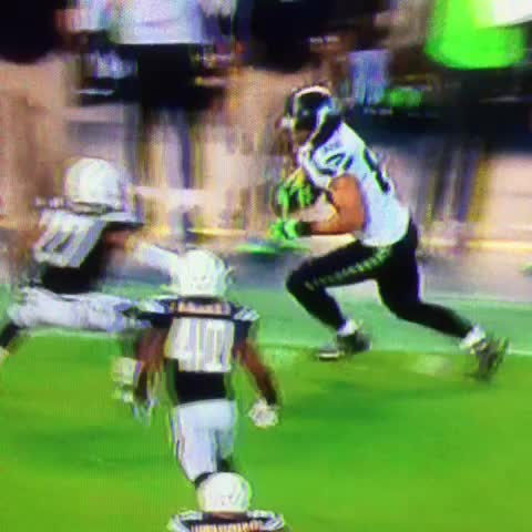 Look at Marshawn Lynch after this Jimmy Graham run. #Seahawks - Vine by Charles Tumbarello - Look at Marshawn Lynch after this Jimmy Graham run. #Seahawks
