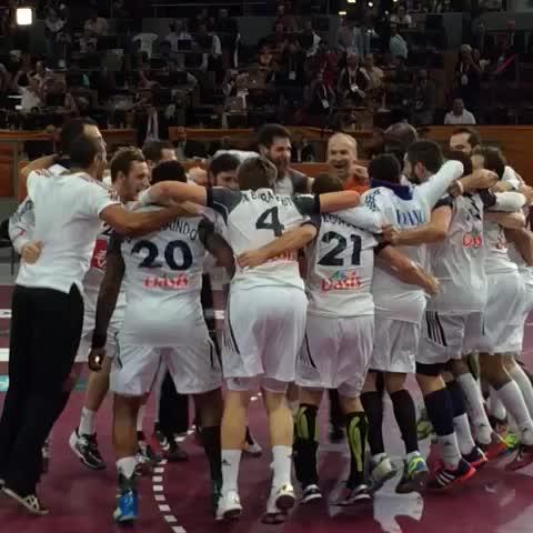 Vine by 2015handball - Players of #France celebrating the winning VS #Spain إحتفال لاعبي #فرنسا بالفوز على #إسبانيا #LiveitWinit