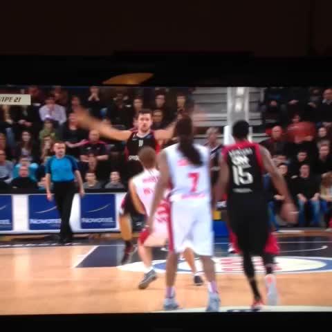 Bandja Sy na aucune forme de respect pour la vie humaine SLUCNancyBasket #basketball - Vine by Antoine Allegre - Bandja Sy na aucune forme de respect pour la vie humaine SLUCNancyBasket #basketball