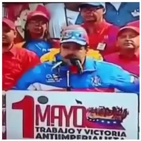 Vine by Debbie Reynaud - #Maduro del Manguicio al Pañalicidio. Durante un discurso le lanzaron un pañal sucio! Saldrá diciendo q era una carta de amor escrita con...