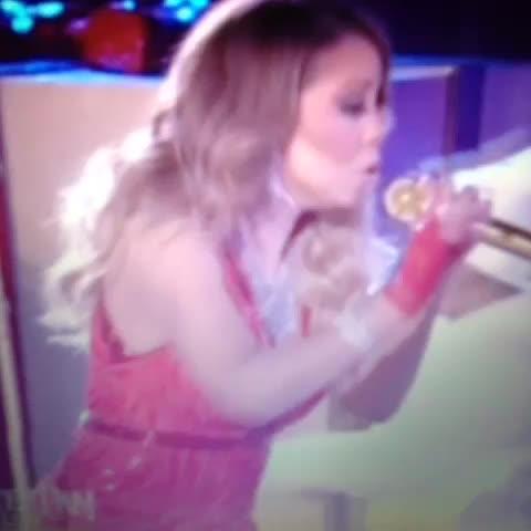 Mariah Carey All I Want For Christmas Mic Feed.Rockefeller Tree Lighting Tumblr