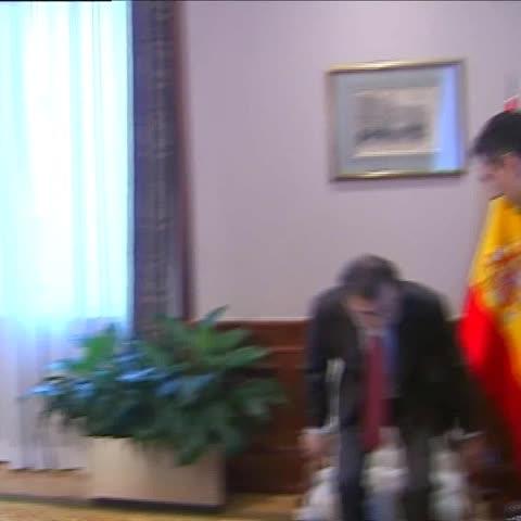 Vine by A3Noticias - Rajoy y Sánchez no se saludan ante las cámaras. #A3Noticias