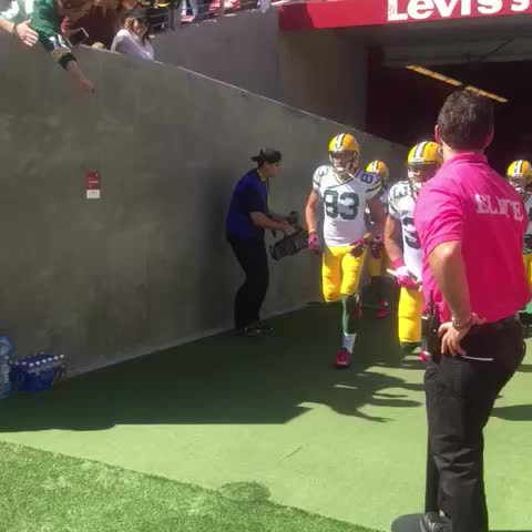 1 hour to go! #GBvsSF - Vine by Green Bay Packers - 1 hour to go! #GBvsSF
