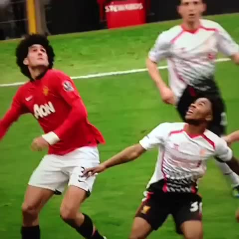 Vine by The Footbal Hub - Gerrard knew how to handle Fellani