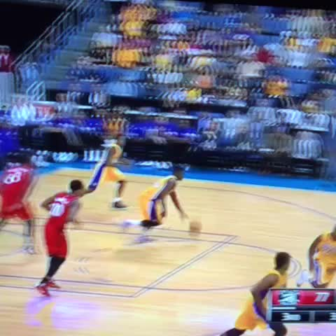 Julius Randle is about that HandleLife and Kobe knocks down the trey! #TeamFlightBrothers #kobe #handlelife #sctop10 - Vine by Team Flight Brothers - Julius Randle is about that HandleLife and Kobe knocks down the trey! #TeamFlightBrothers #kobe #handlelife #sctop10
