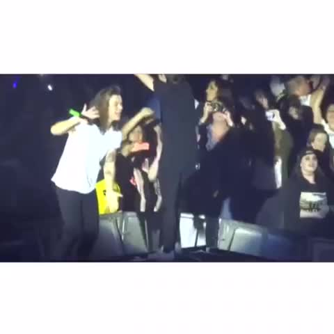 Vine by 1Dxclusive Clips - Harry Styles everyone .......