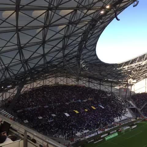 Le stade est en fusion ! AUX ARMES !!! #OMLOSC - Vine by Olympique Marseille - Le stade est en fusion ! AUX ARMES !!! #OMLOSC