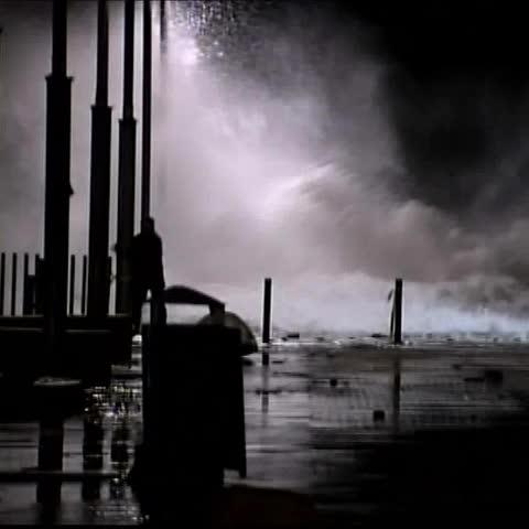 Vine by A3Noticias - El fuerte oleaje ha provocado que el agua llegue hasta la parte vieja de San Sebastián #A3Noticias