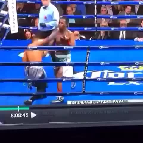 When the boxing match turns into a dance off ???? #stankylegg - Vine by Samuel Grubbs - When the boxing match turns into a dance off 😂 #stankylegg