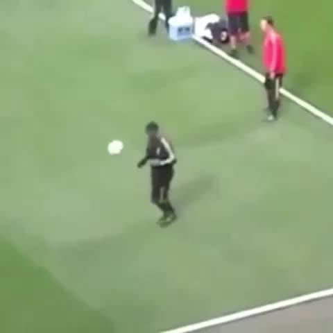 Control de Balón Nivel: #Ronaldinho ???????? - Vine by Futbol_ahora - Control de Balón Nivel: #Ronaldinho 😏👌