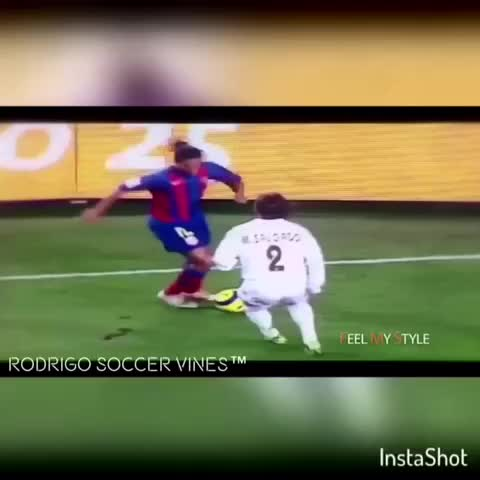 Vine by Rodrigo Soccer Vines™~UNS~ - 🇧🇷#Ronaldinho Skillz Are 💯 He is a #Legend