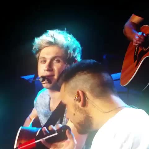Vine by Update Edits - NIALL WAS CRYING AND LIAM WIPED HIS TEAR AWAY. IM SOBBING. -A