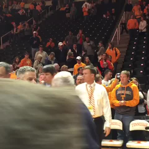 Vine by Rocky Top Insider - A smattering of applause for Pearl as he exits.