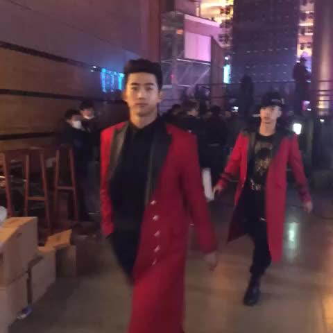 Vine by SBS - #SBS가요대전 현장중계! 2PM도 빠질 수 없으니까!! 바로 지금! SBS가요대전 @SBSsuper5
