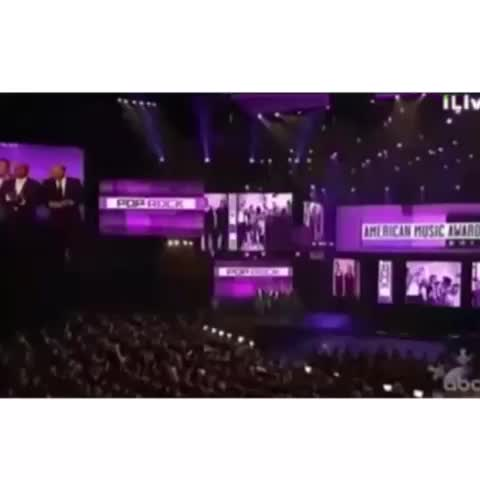 "Vine by OTRA Clips - REMEMBER WHEN NIALL SCREAMED ""ONE DIRECTION"" BEFORE THEY ANNOUNced WHO WON IM LAUGHING"