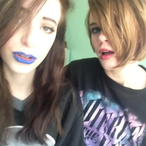 Vine by becca&becky - Blurry Face❤️ #love #songs #emo #scene #cover #6secondcover #awesome #cool #lol #cool #EmoKid #coolgirls #black #gloth #sick #bandz #top