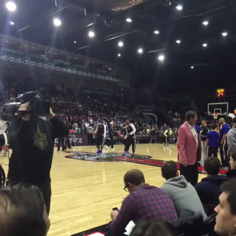 Vine by Cavs - .@kingjames makes underhand half court shots look easy. #NBAAllStarTO #CavsASW