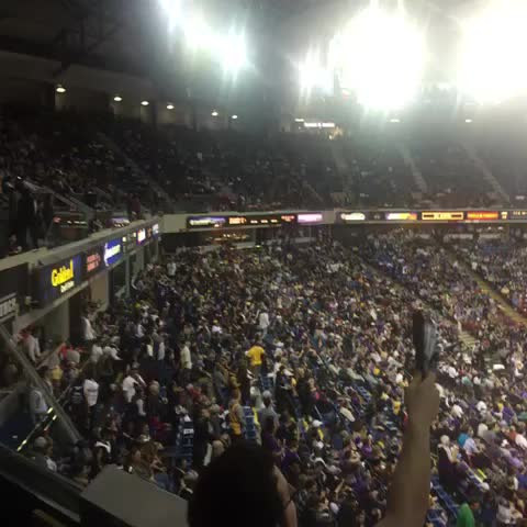 Vine by Dave Lack - Laker Fans leaving early as usual