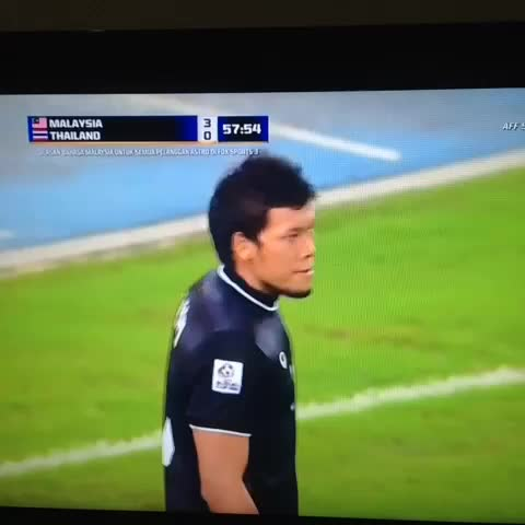 Malaysia takes the lead through Safiqs freekick. #AFFSuzukiCup2014 - Vine by Fayyadh Falikh - Malaysia takes the lead through Safiqs freekick. #AFFSuzukiCup2014