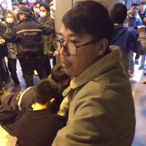 Vine by Hong Kong Hermit - Police arrest #occupyhk #umbrellarevolution