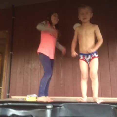 Vine by Jeremy Bieber - What is going on here and wow jazzy u got some pipes