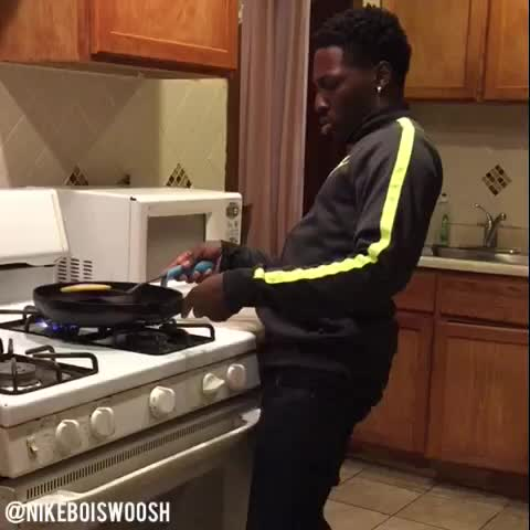 Vine by Nike Boi - How black People Cook ???????????????????? #comedy @nikechicago SheLovesMeechie, YUNG POPPY