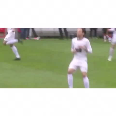 Vine by Louis Clips - lou warming up for the match earlier💓
