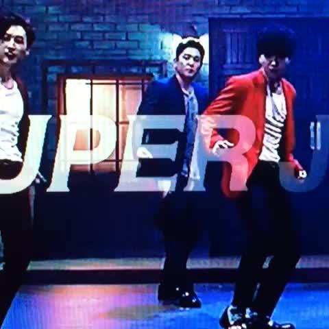 新曲ティーザーでスボン落ちちゃうなんてSJしかありえない #superjunior  #DEVIL - Vine by タカP - 新曲ティーザーでスボン落ちちゃうなんてSJしかありえない #superjunior  #DEVIL