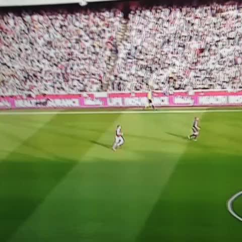 Gabriel showing great passion for Özils goal. #afc #AFCLive #AFCvMUFC  #ozil #ArsenalFC #arsenalfantv - Vine by Programmeaneeanbook - Gabriel showing great passion for Özils goal. #afc #AFCLive #AFCvMUFC  #ozil #ArsenalFC #arsenalfantv