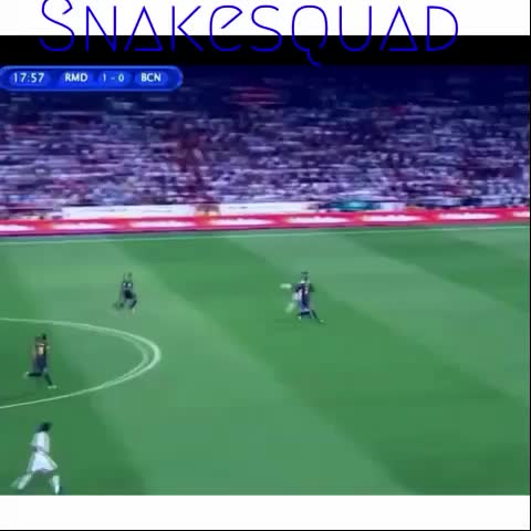 Vine by §¡snake squad!§ - Amazing goal by Ronaldo vs Barcelona #CristanoRonaldo #skills #shot #snakesquad #RealMadridvines #Barcelona