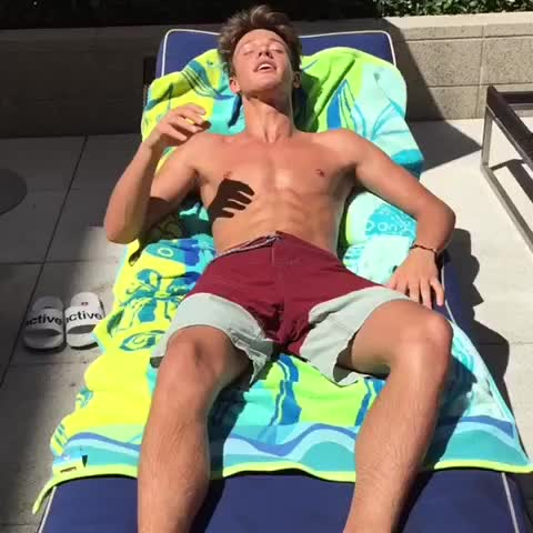 When the water is too cold ???? #hedidntknow w/ JoJoe, Cameron Dallas - Vine by Lele Pons - When the water is too cold 😵 #hedidntknow w/ JoJoe, Cameron Dallas
