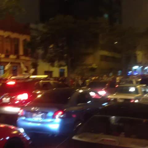 Vine by Bruno G - Muchos autos se sumaron a las arengas con sus bocinas. #leypulpin