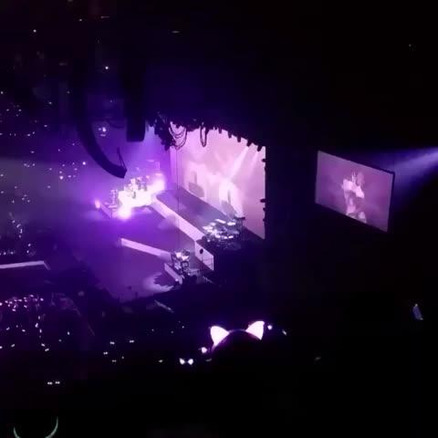 """Vine by Ariana Grande Brasil - """"Best Mistake"""" live in Miami 03/28"""