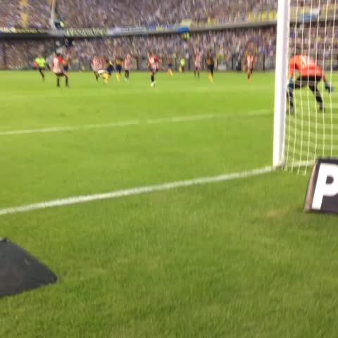 Vine by BOCA Social - Pegale Pichi!! Golazo de #Boca para el 1-0. Miralo con la cámara exclusiva y festejalo con la hinchada