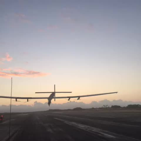 Vine by SOLAR IMPULSE - HE MADE IT! @andreborschberg just touched down in #Hawaii after a record-breaking flight! #futureisclean @bertrandpiccard