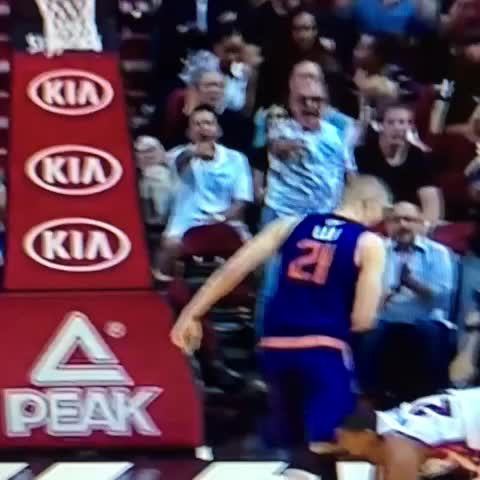 Vine by Anthony Slater - By far the best fan reaction from that Whiteside-Len tussle ->