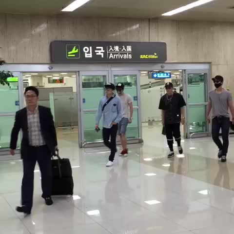 Vine by Elisa Yao - 2PM Kimpo Airport 20150729#2PM #우영