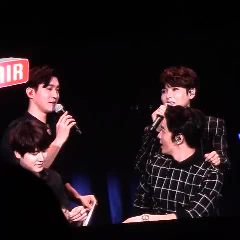 Vine by COSMIC - 150227 ELF Japan fanmeeting 😂 #Siwon #Ryeowook (cr. @SJ_cosmic)