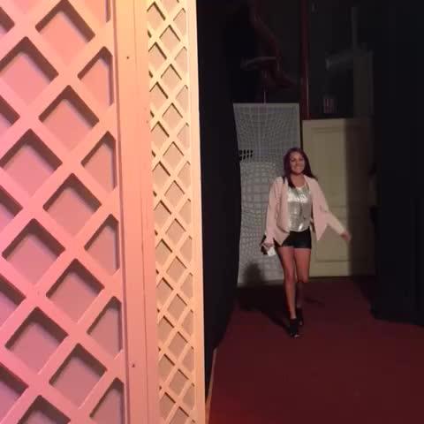 Vine by TelevisaTVmx - Así llegó Bea Ranero a la alfombra roja #FinalMiCorazonEsTuyo en televisa.com/micorazonestuyo