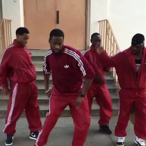 Vine by KingBach - When youre in a dance group and theres an undercover cop. #Relatable ???????? w/ Splack_19, Klarity, Wuz Good #KingBach