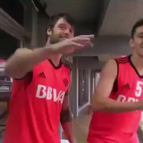 En River, empleados y futbolistas bailan al ritmo de Happy