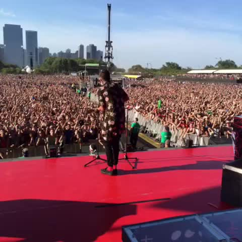 Vine by twentyonepilots - thank you for joining us at main stage this afternoon, Chicagø.