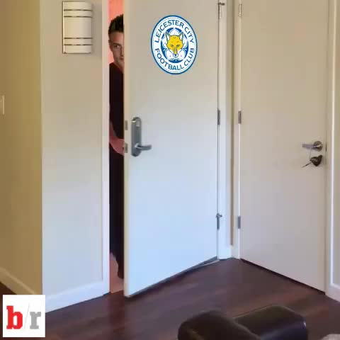 Vine by Bleacher Report UK - The Jamie Vardy party continues... #Leicestercity #lcfc #JamieVardy #VardyParty #goals #PremierLeague