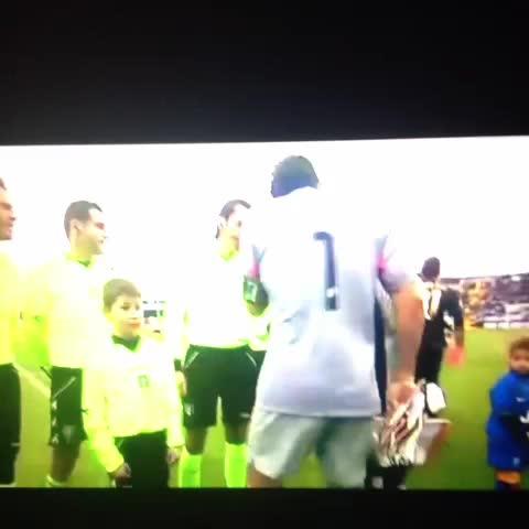 Vine by Calciatori Brutti - Carezza di Buffon ad un incolpevole Di Natale. #UdineseJuve