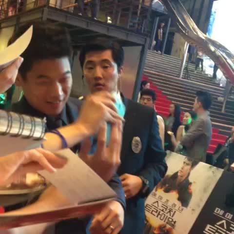 이거 어떠케 찍는거에여? 어? 머햐...? #KihongLee - Vine by 슈웅슈웅 - 이거 어떠케 찍는거에여? 어? 머햐...? #KihongLee