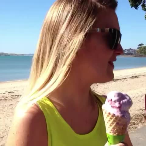 Vine by 21™ - Girl eats bird poop without even knowing it #crazy #vine #stupidest