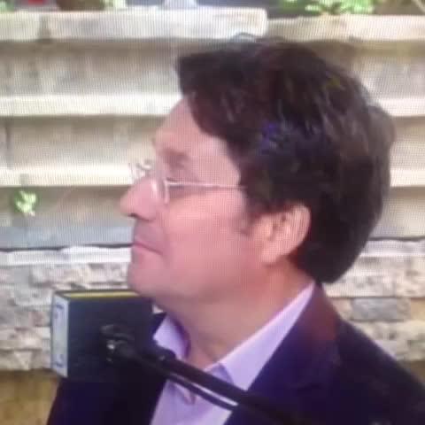 Vine by Pacho Santos - -Dr Pacho Santos, cuál es su virtud?                          -El Humor.       #PachiCosas